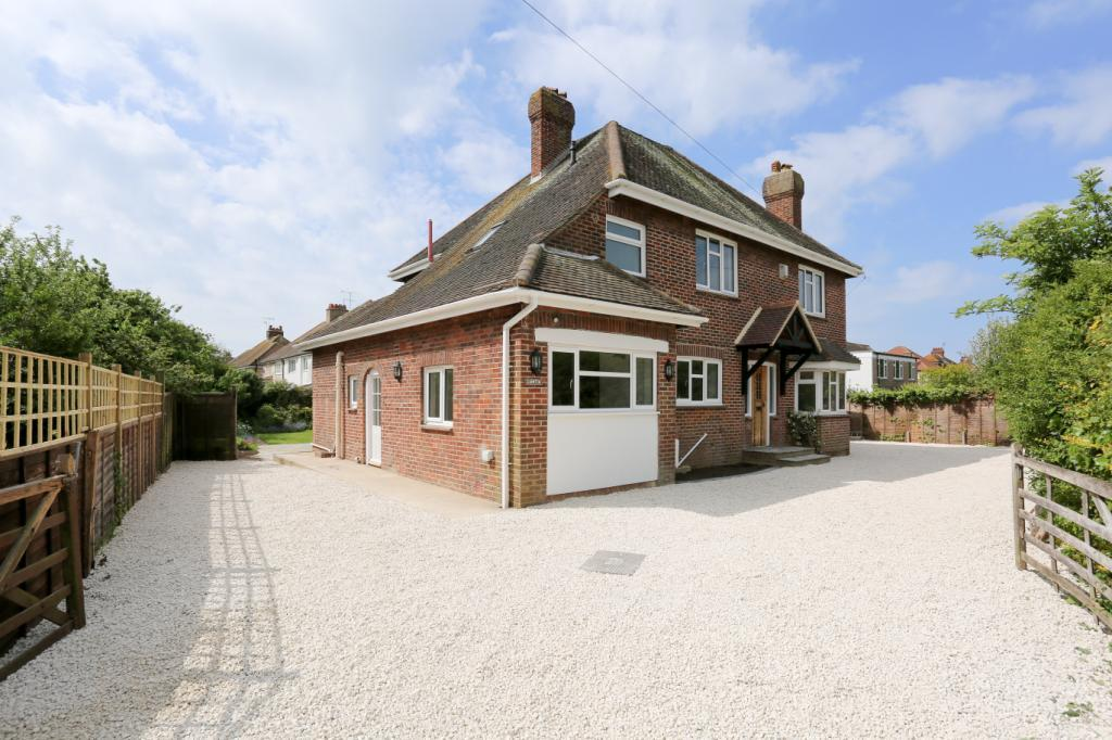 4 Bedrooms Detached House for sale in Courtlands Way, Worthing, West Sussex, BN11