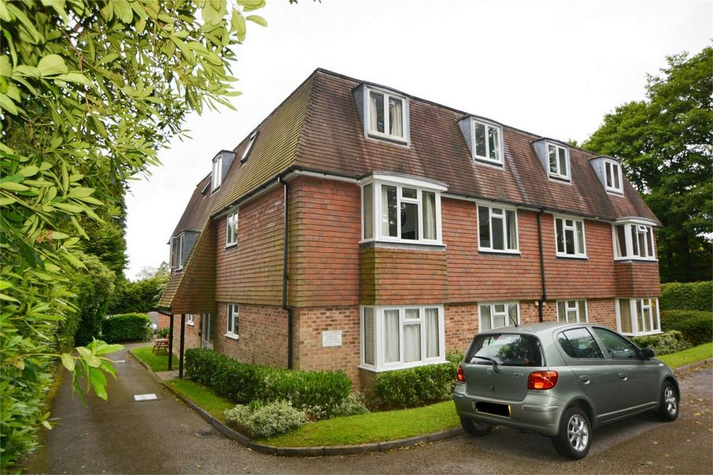 1 Bedroom Flat for sale in Highcroft, Wood Road, HINDHEAD, Surrey