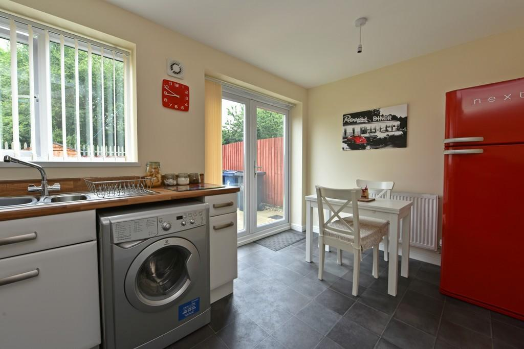 2 Bedrooms Semi Detached House for sale in Beacon Green, Holland Park