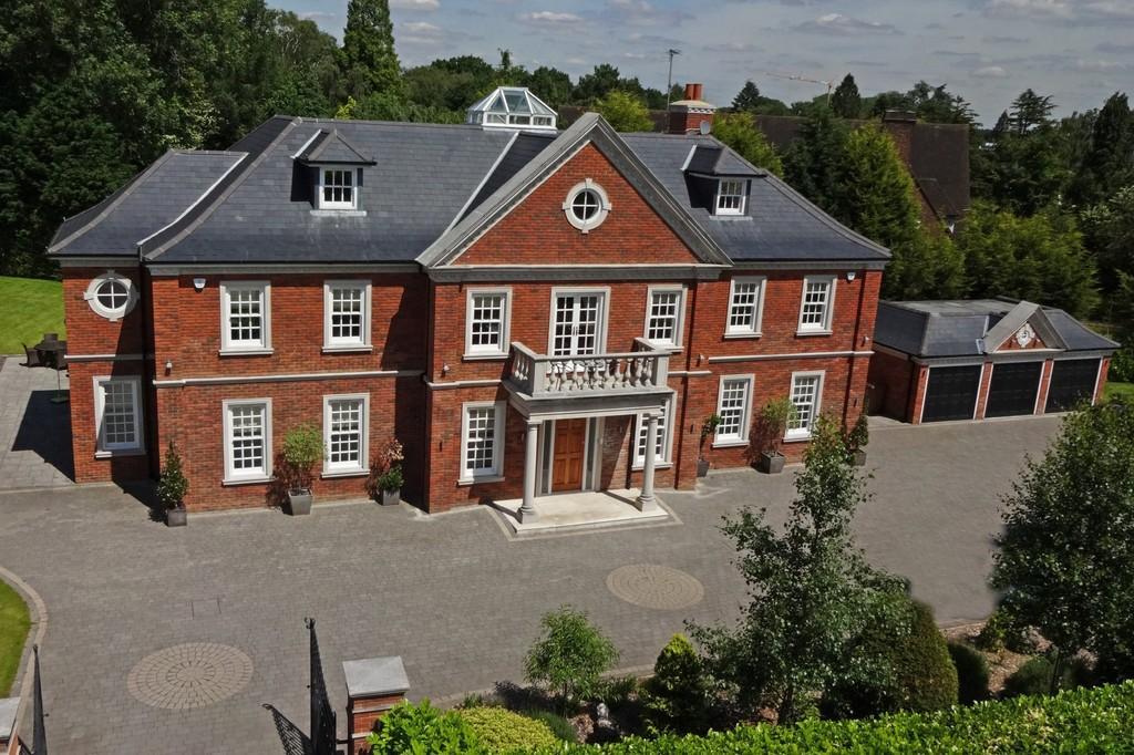 5 Bedrooms Detached House for sale in Sandy Lane, Kingswood