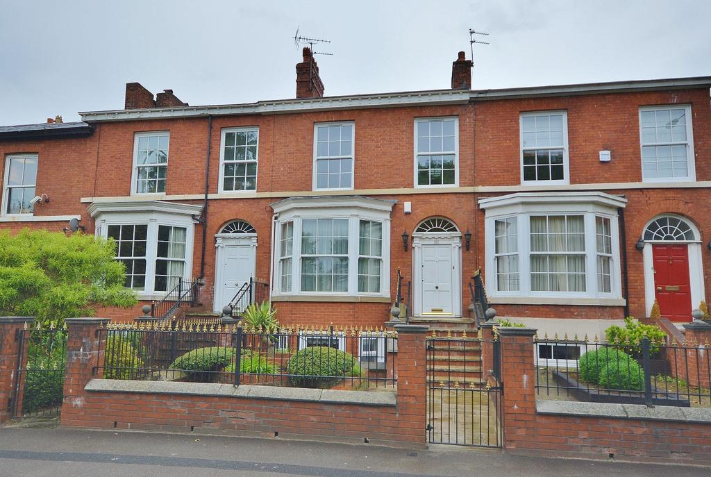 5 Bedrooms Terraced House for sale in Wellington Road North, Stockport