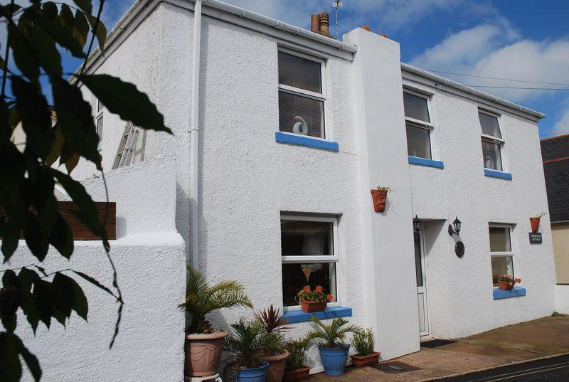 3 Bedrooms Semi Detached House for sale in St. James Place, Torquay