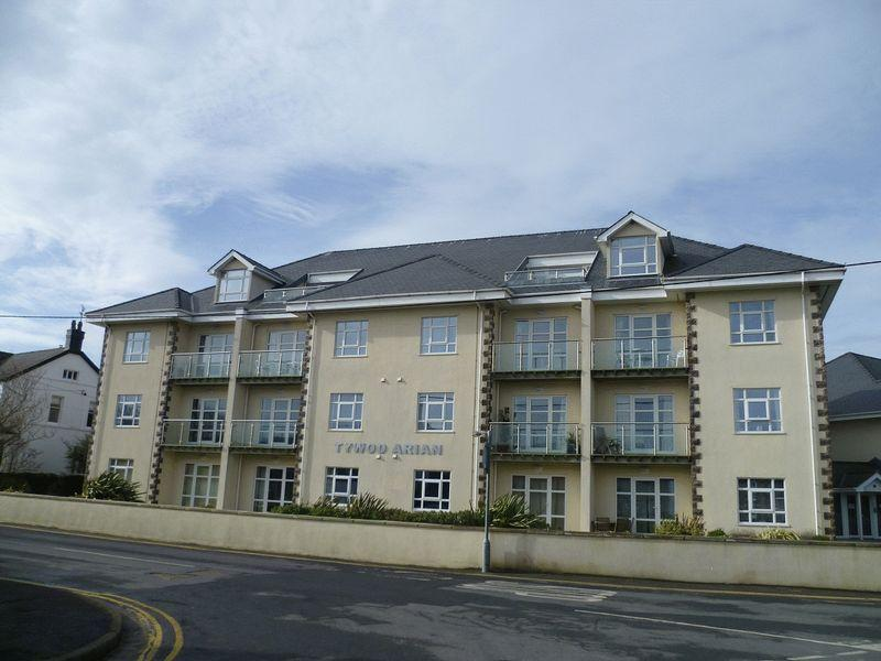 2 Bedrooms Apartment Flat for sale in Morfa Nefyn