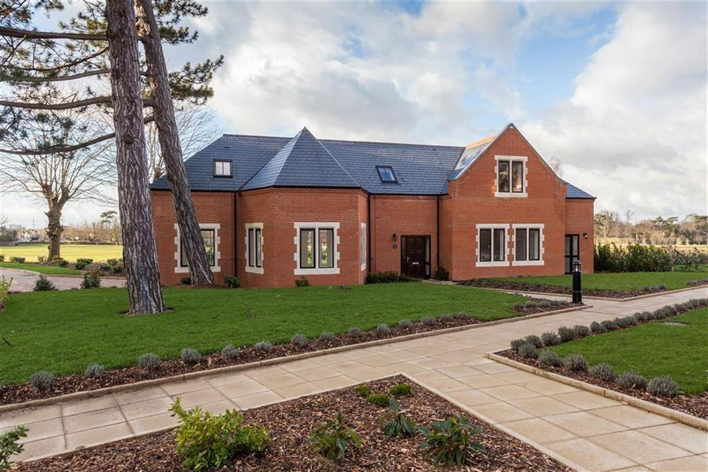 4 Bedrooms Detached House for sale in Royal Connaught Park, Bushey, Hertfordshire