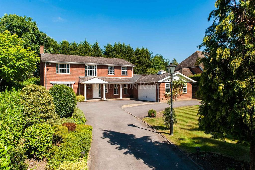 4 Bedrooms Detached House for sale in Stoke Poges, Buckinghamshire