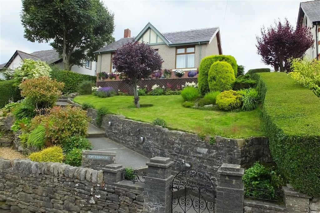 2 Bedrooms Detached Bungalow for sale in Skipton Old Road, Foulridge, Lancashire, BB8