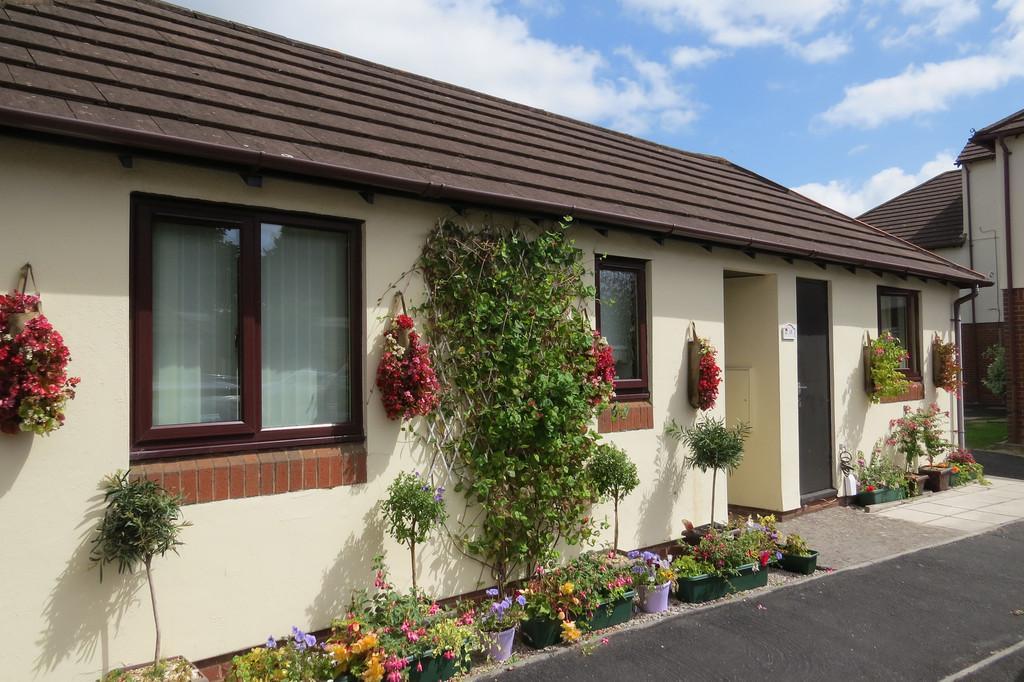 2 Bedrooms Terraced Bungalow for sale in Hameldown Way, Newton Abbot