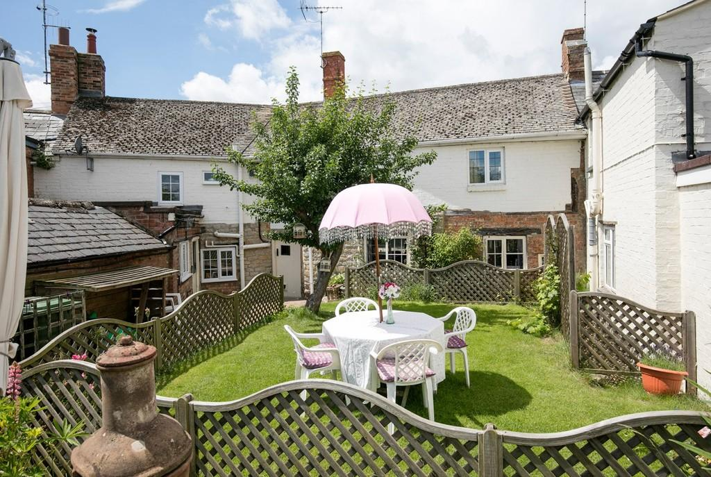 4 Bedrooms Terraced House for sale in Stratford Road, Shipston On Stour