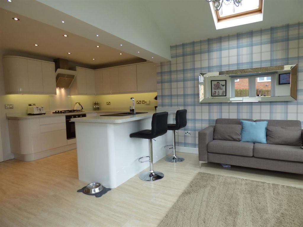 3 Bedrooms Semi Detached House for sale in Churchside Gardens, Easington Lane