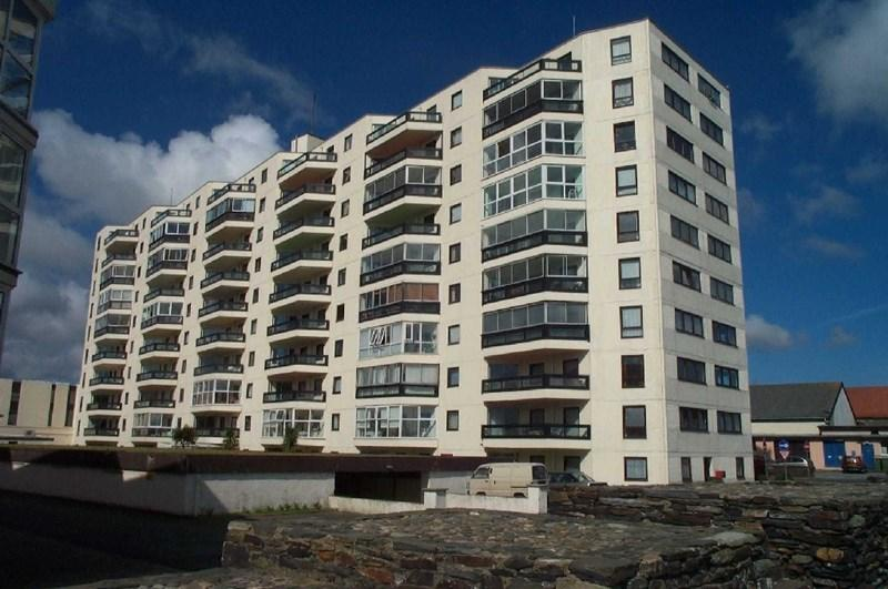 3 Bedrooms Apartment Flat for sale in Kings Court, Ramsey, IM8 1LW