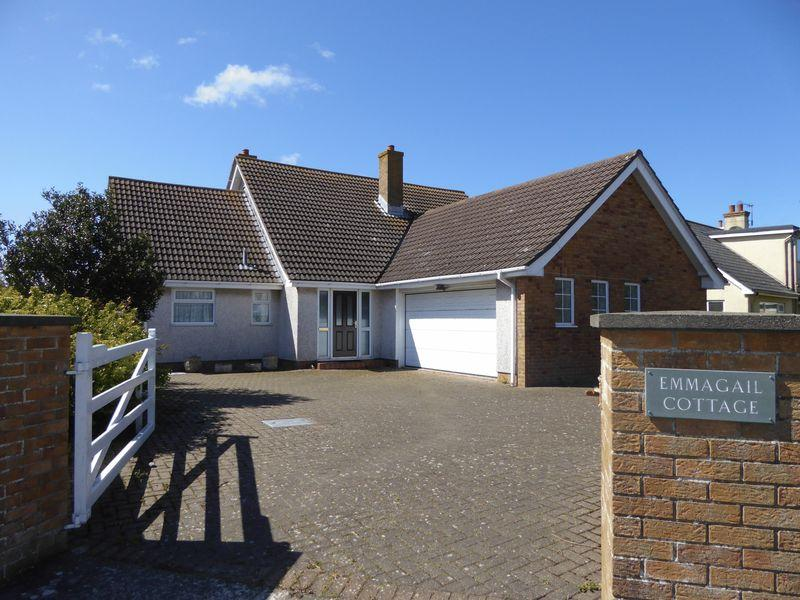 5 Bedrooms Detached House for sale in Emmagail, Qualtroughs Lane, Port Erin