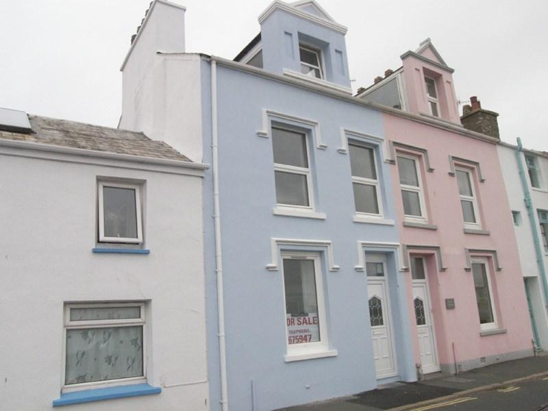 3 Bedrooms Terraced House for sale in Douglas Street, Castletown, IM9 1AY
