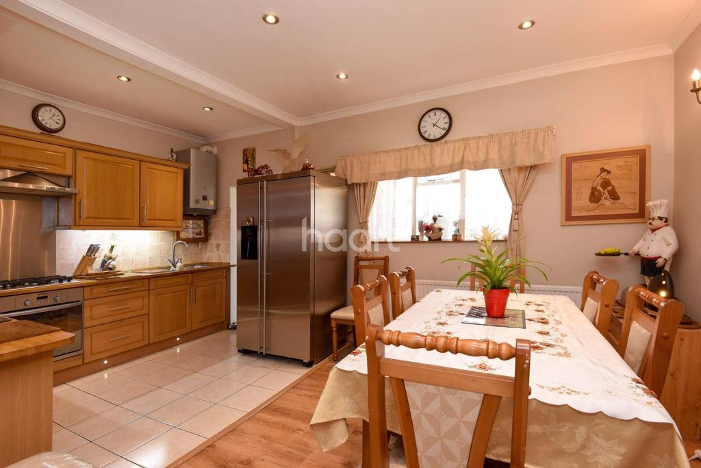 3 Bedrooms Terraced House for sale in Thornton Heath, CR7 8HE