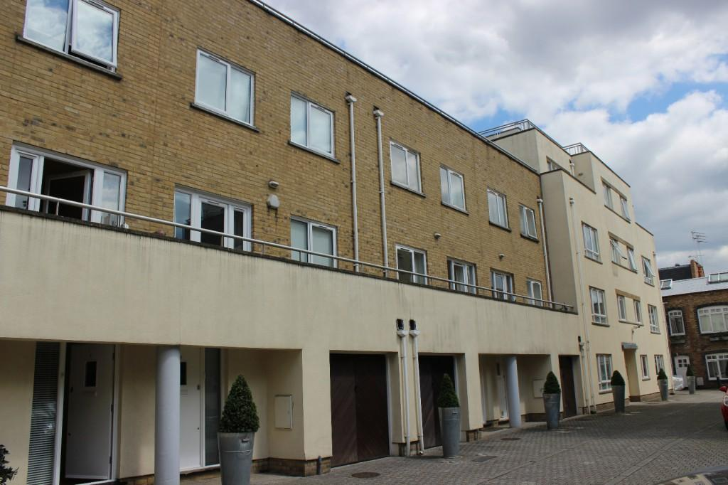 4 Bedrooms Terraced House for sale in Eddison Court, Sussex Way, London, N19