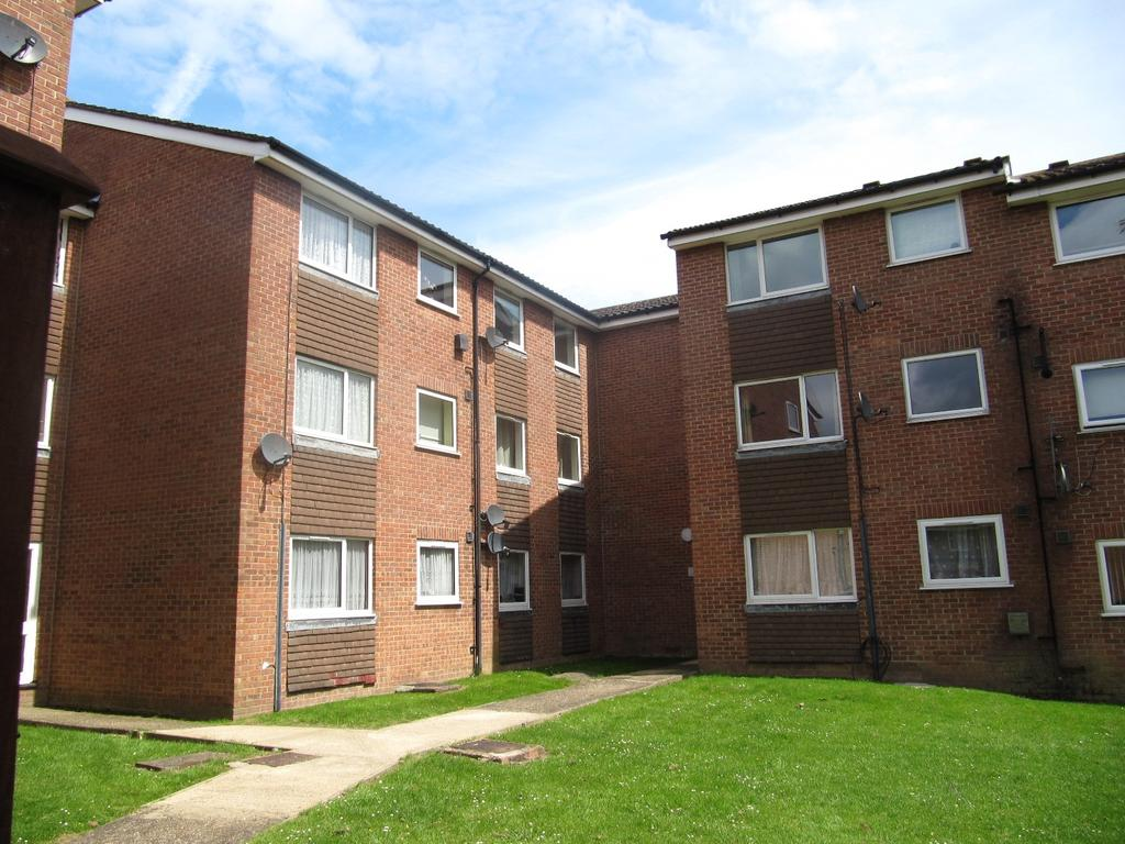 2 Bedrooms Flat for sale in Huxley Close, Northolt, Middlesex UB5