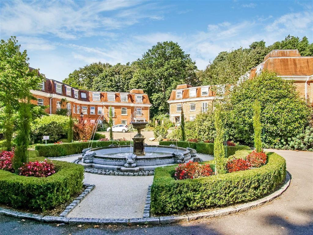 2 Bedrooms Flat for sale in Shottermill Park, Haslemere, Surrey, GU27