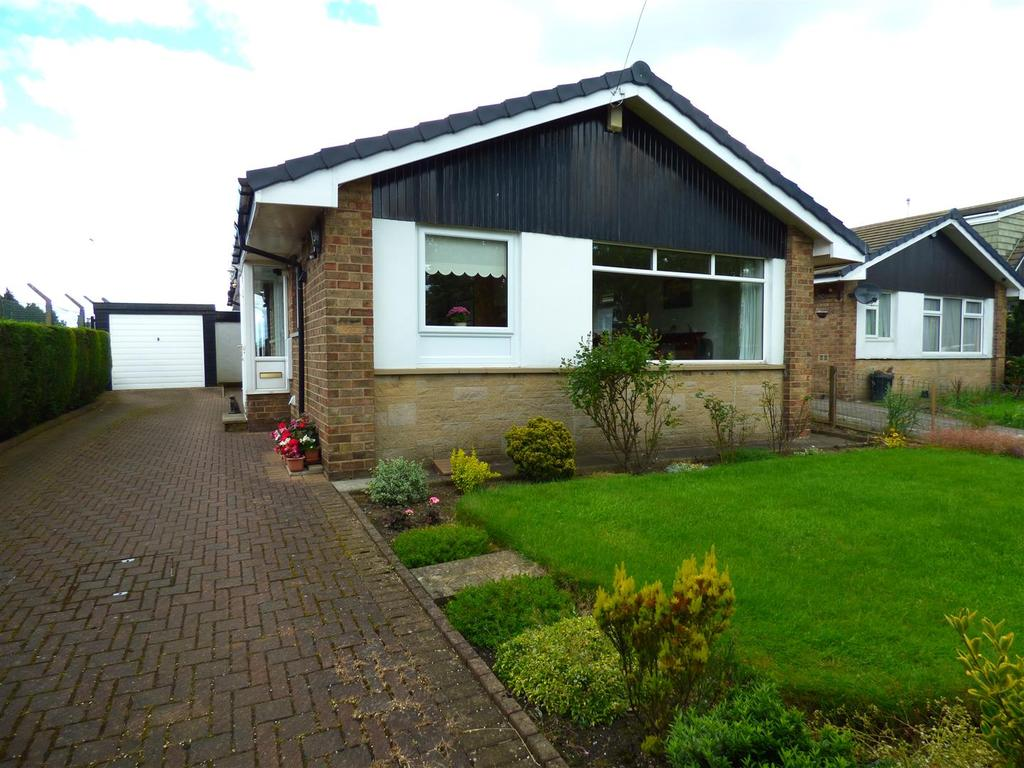 3 Bedrooms Detached Bungalow for sale in Sunny Bank Grove, Thornbury, Bradford