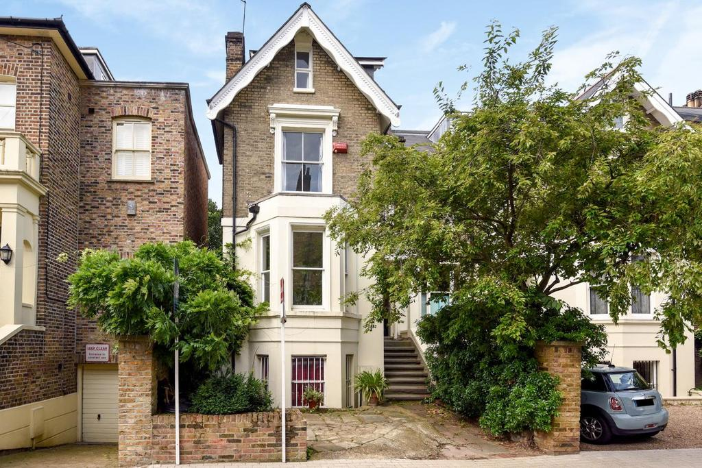 4 Bedrooms Link Detached House for sale in Vardens Road, Battersea, SW11