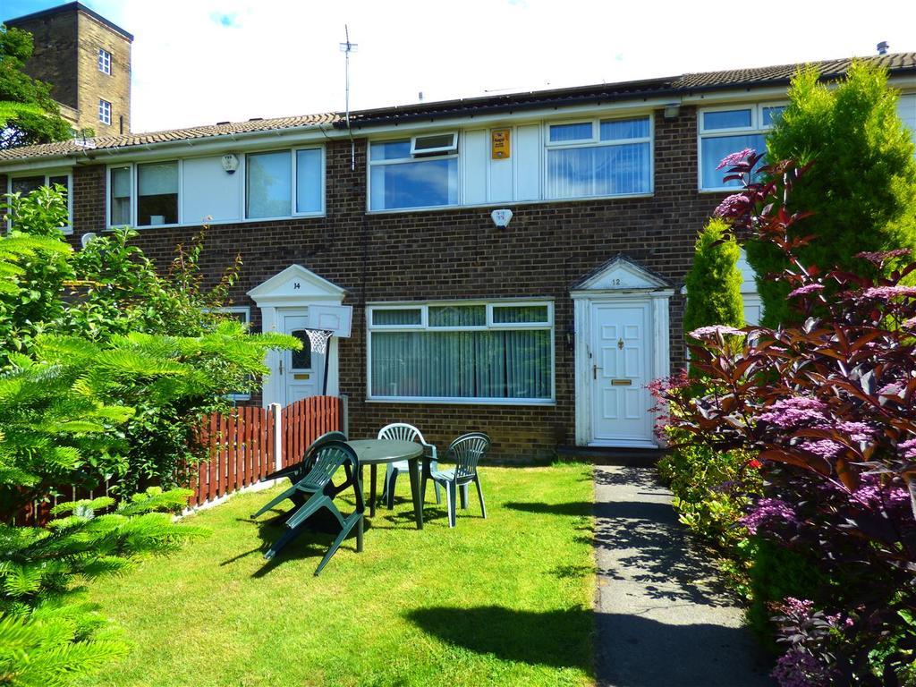 Moorside Croft, Eccleshill, Bradford, BD2 3HF 3 bed townhouse - £105,000