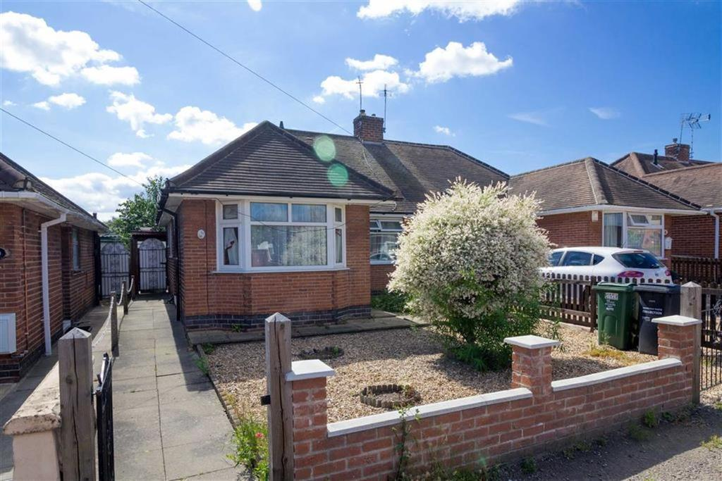 2 Bedrooms Semi Detached Bungalow for sale in Albany Street, Loughborough, LE11