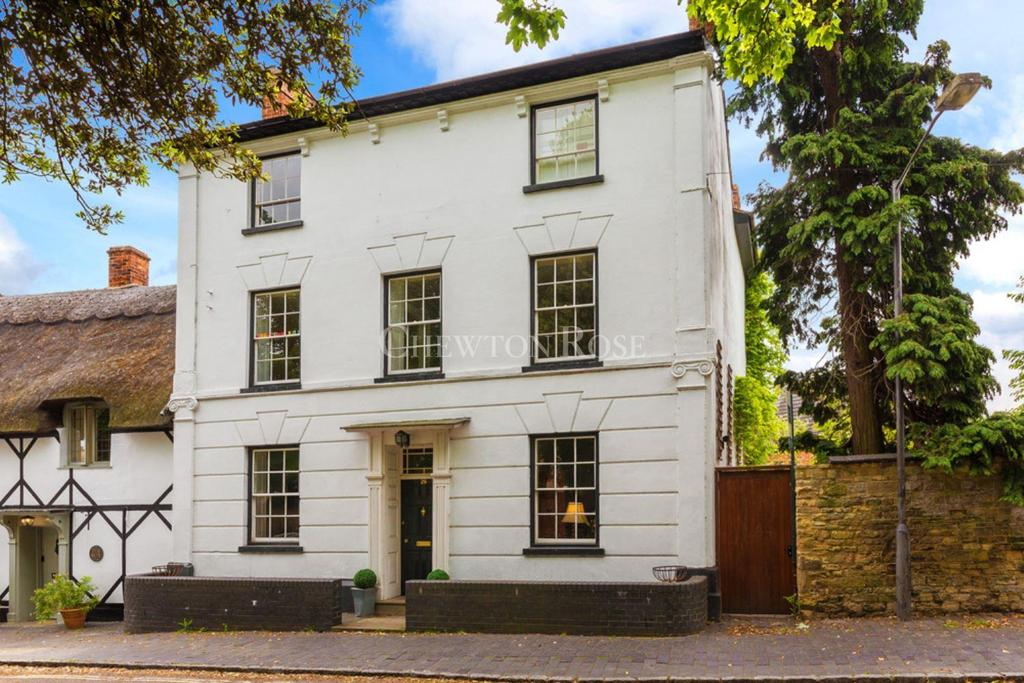 6 Bedrooms Town House for sale in Olney