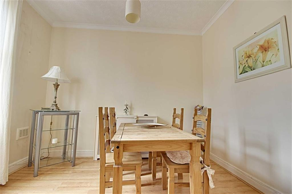 2 Bedrooms Flat for sale in Coleridge Avenue, South Shields, Tyne And Wear