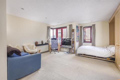 Studio to rent - Towerside, E1W