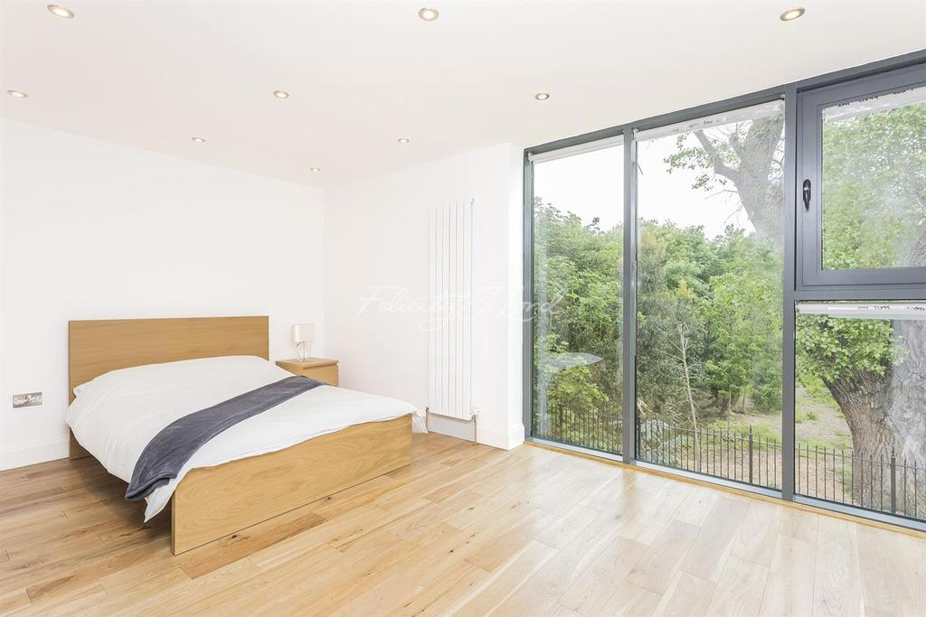 4 Bedrooms Terraced House for sale in Rushgrove Mews, Woolwich, SE18