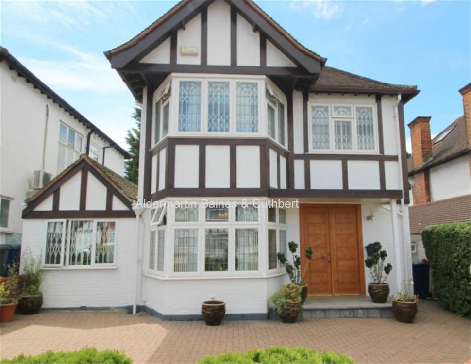 3 Bedrooms Detached House for sale in Edgeworth Avenue, London