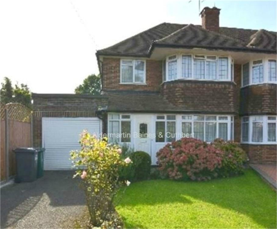 3 Bedrooms Semi Detached House for sale in Chatsworth Close, London