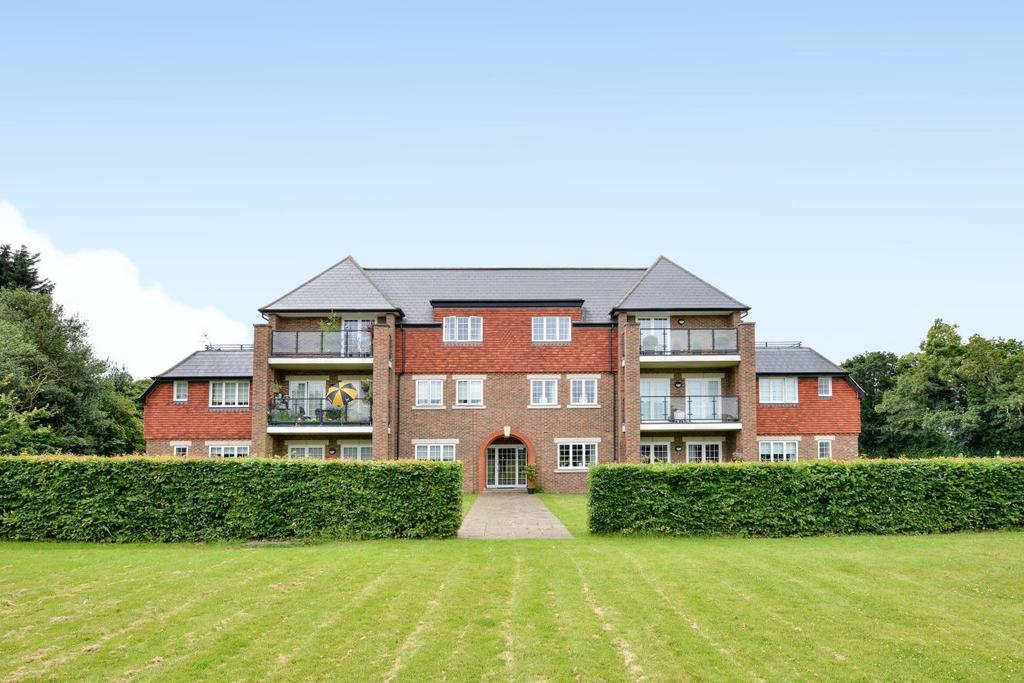 3 Bedrooms Flat for sale in West Common Road, Hayes, BR2
