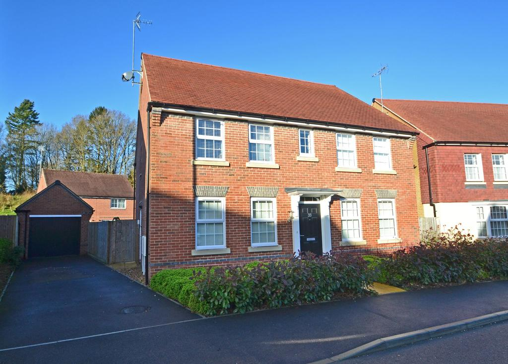 4 Bedrooms Detached House for sale in Storrington, West Sussex, RH20