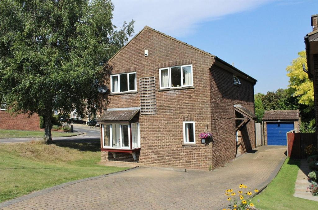 4 Bedrooms Detached House for sale in Browning Drive, Hitchin, Hertfordshire
