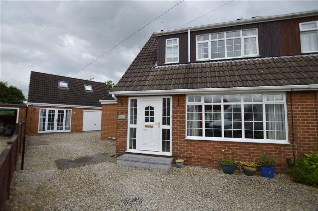 3 Bedrooms Semi Detached House for sale in Norfolk Close, Oulton, Leeds