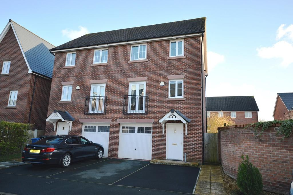 3 Bedrooms Semi Detached House for sale in School Drive, Lymm