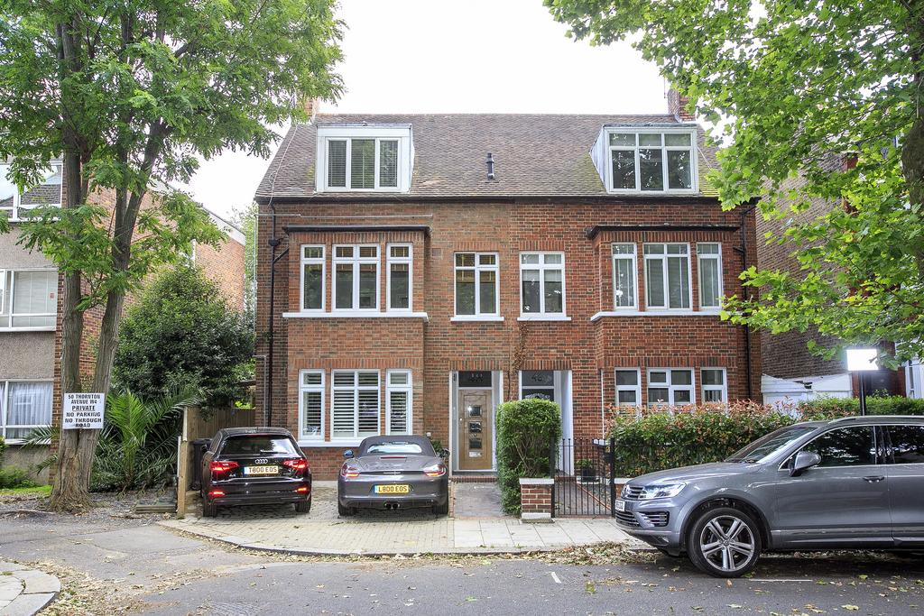 2 Bedrooms Flat for sale in Thornton Avenue, London
