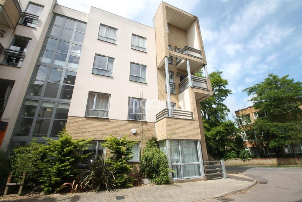 2 Bedrooms Flat for sale in Glenalmond Avenue, Cambridge.
