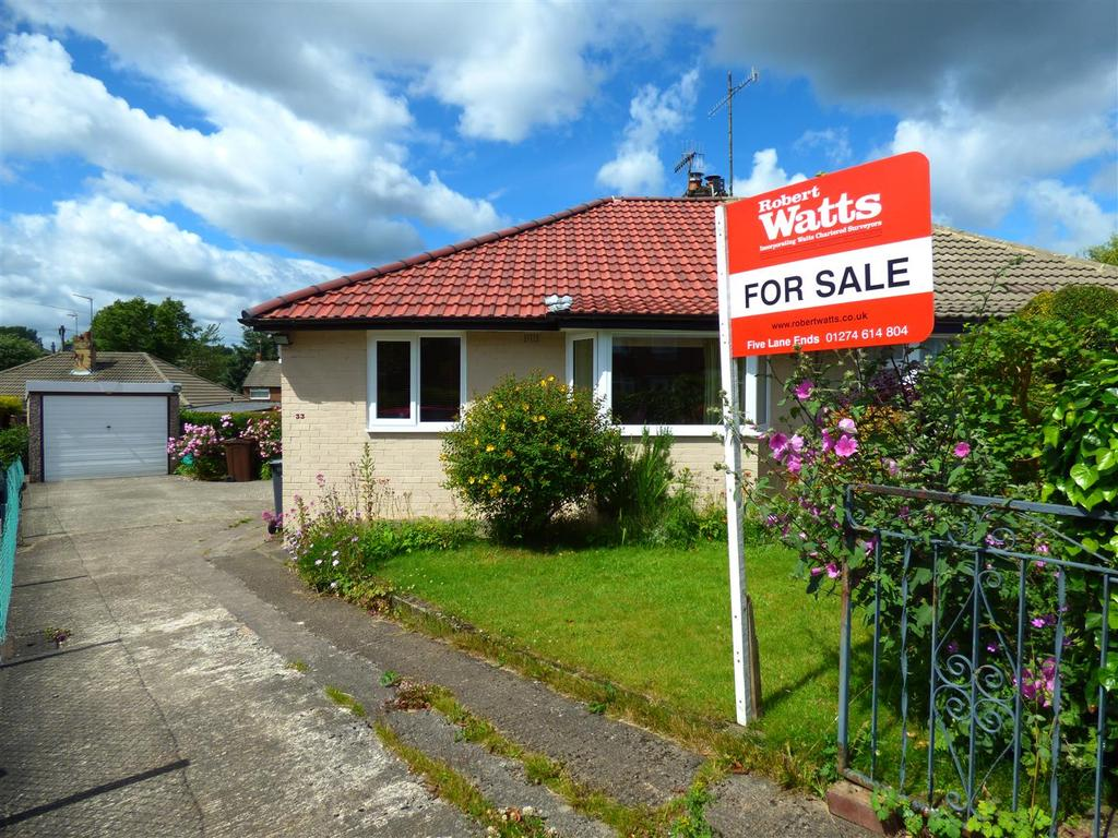 2 Bedrooms Semi Detached Bungalow for sale in Kingsdale Drive, Bolton, Bradford, BD2 4DB