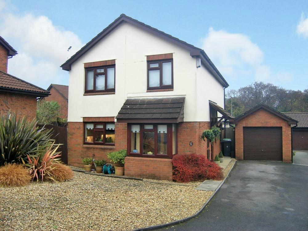 4 Bedrooms Detached House for sale in Stella Close, Thornhill, Cardiff