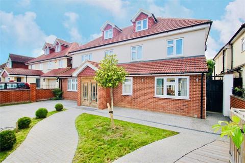 5 bedroom detached house to rent - Wellesley Avenue, Richings Park, Buckinghamshire