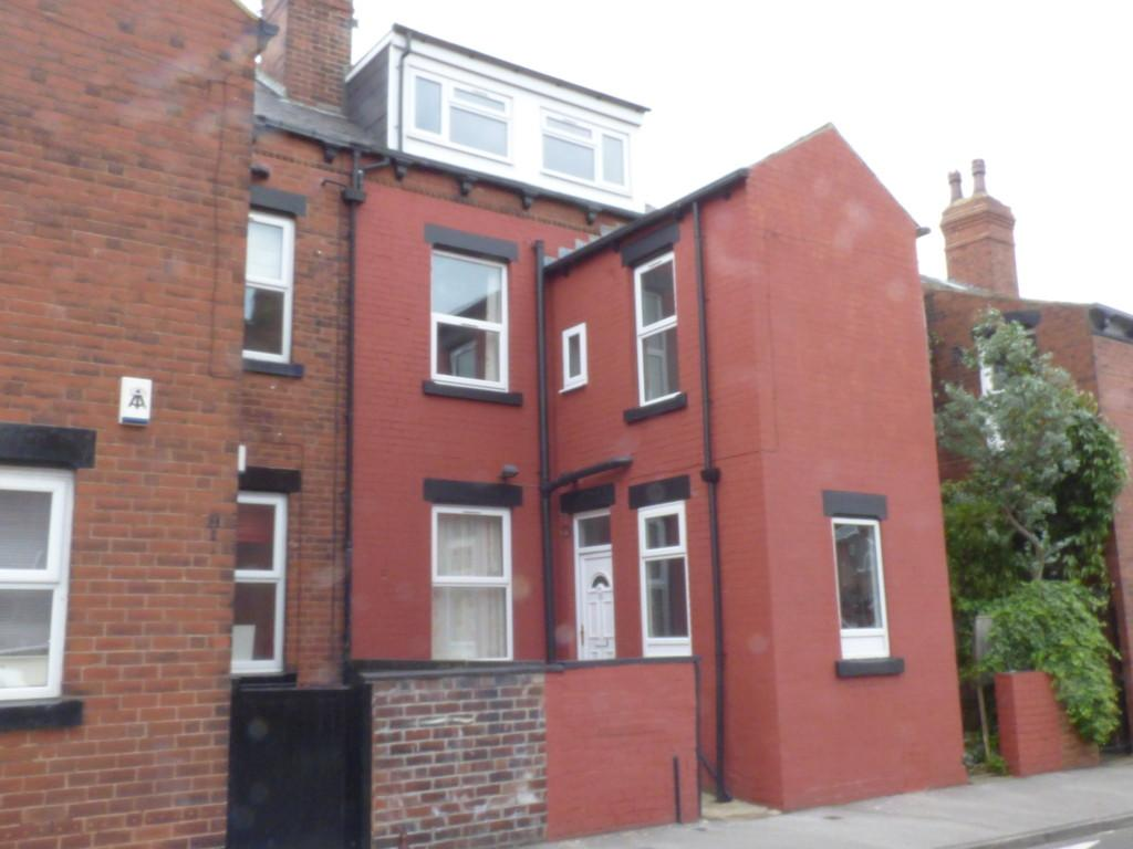 5 Bedrooms Terraced House for sale in Conference Road, Armley, LS12 3DX