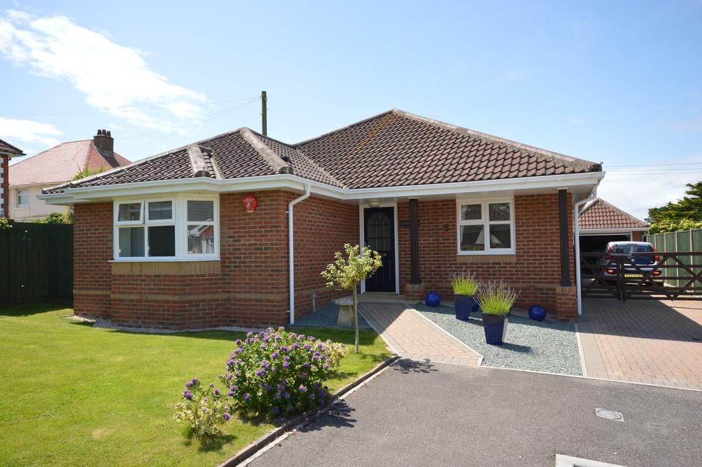 3 Bedrooms Detached Bungalow for sale in Mariners Reach, Barton on Sea