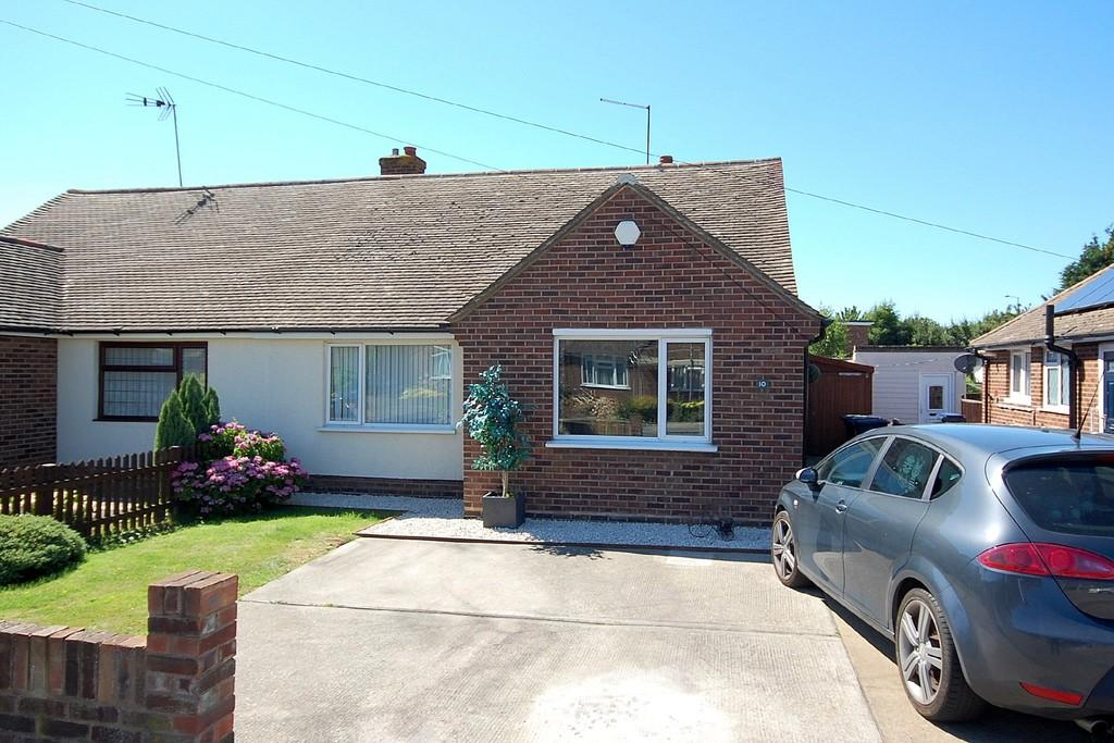 2 Bedrooms Semi Detached Bungalow for sale in Fife Road, Herne Bay