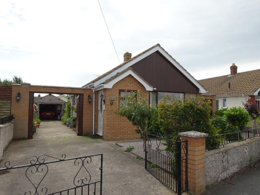 3 Bedrooms Detached Bungalow for sale in Kinmel Close, Kinmel Bay