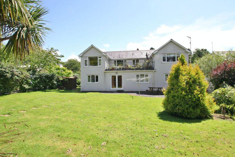 5 Bedrooms Detached House for sale in Penrhosgarnedd, Bangor