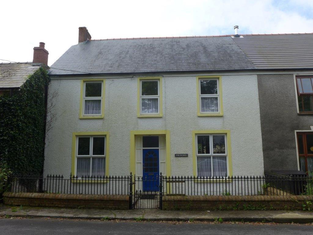3 Bedrooms Semi Detached House for sale in Station Road, Clunderwen, Pembrokeshire