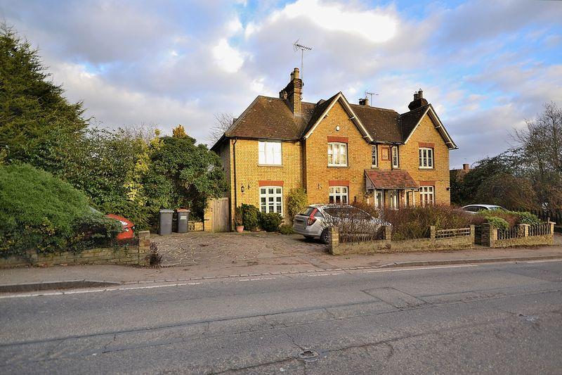 4 Bedrooms Semi Detached House for sale in Manor Cottages, Great Billington, Bedfordshire