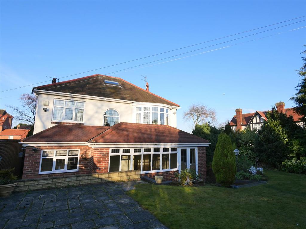 3 Bedrooms Detached House for sale in Queen Alexandra Road, Barnes, Sunderland