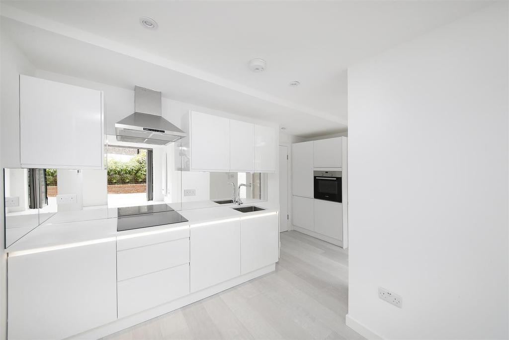 2 Bedrooms Flat for sale in Denbigh Street, London, SW1V