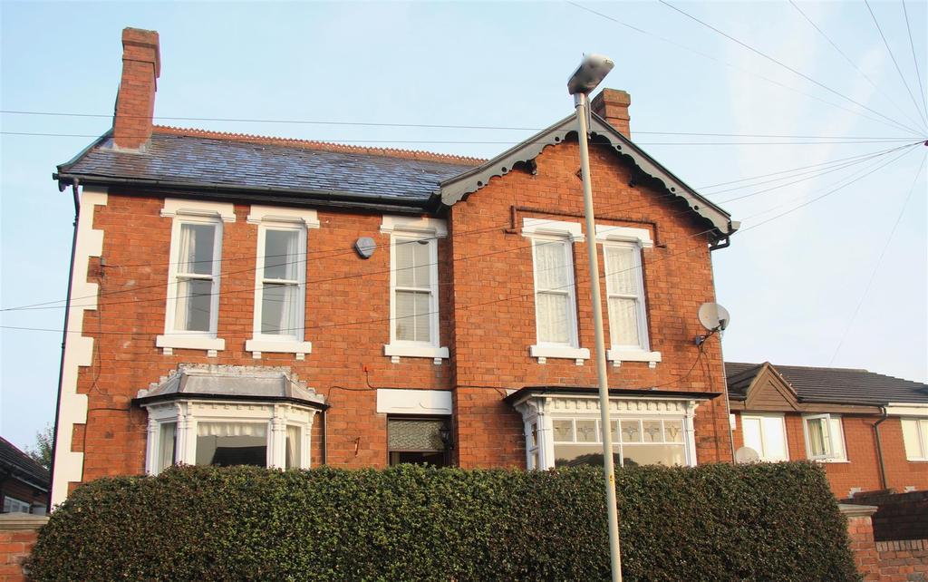 4 Bedrooms Detached House for sale in Highfield Road, Halesowen